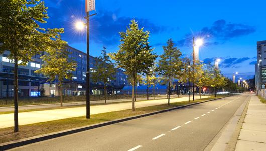 De verlichtingsoplossing teceo van schrder verlicht strijp s een stedelijk laboratorium voor - Verlicht bois moderne ...