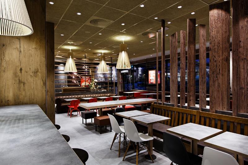 Mcdonalds Restaurants Krijgen Nieuw Interieur Wood