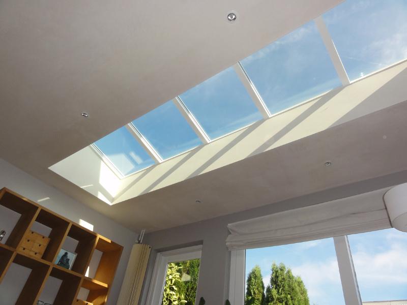 kristalhelder glas in grootste platdakraam zorgt voor meeste natuurlijk daglicht luxlight. Black Bedroom Furniture Sets. Home Design Ideas