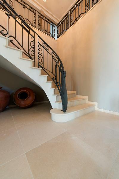 Un escalier en pierre naturelle beltrami for Escalier en pierre naturelle