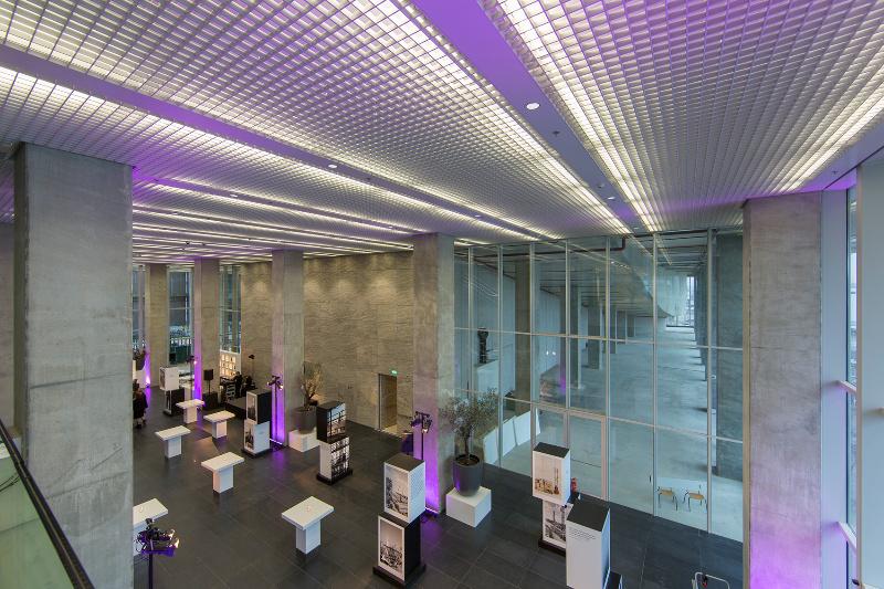 Hunter douglas lanceert uniek plafond voor hoge kantoorgebouwen hunter douglas architectural belgium - Geintegreerde bibliotheek ...