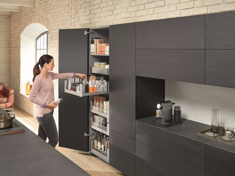 space tower la nouvelle g n ration d armoires provisions blum. Black Bedroom Furniture Sets. Home Design Ideas
