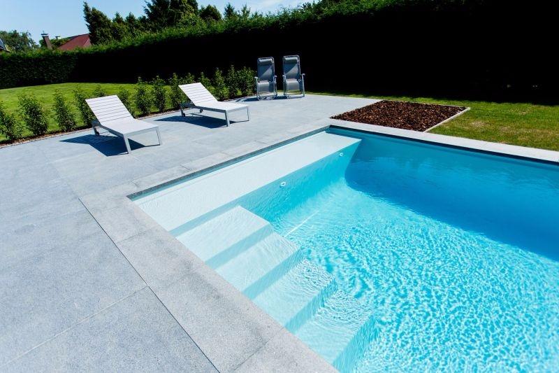 Welzijn voor heel de familie aan het zwembad la plage lpw ceramic pools for Zwembad desing