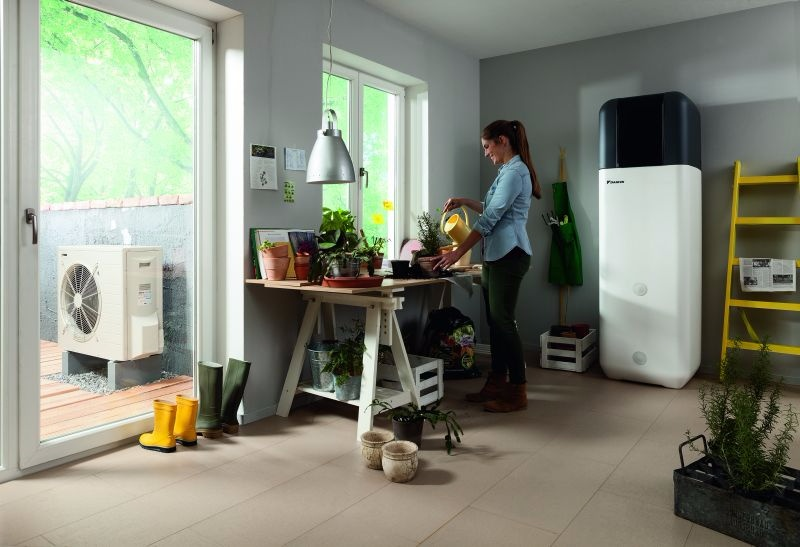 daikin altherma integrated solar unit permet de chauffer. Black Bedroom Furniture Sets. Home Design Ideas